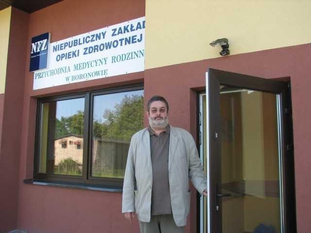 Andrzej Malec zaprasza pacjentów do nowej przychodni.