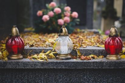 To nas najbardziej wkurza na cmentarzach. Powinni zabronić!
