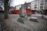 Katowice nie zgadzają się na wycinkę drzew na placu Synagogi. Właściciel działki chce tu odbudować synagogę
