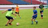 Piłka nożna. Na stadionie przy ul. Bydgoskiej trenują młodzi pilscy piłkarze. Zobaczcie zdjęcia