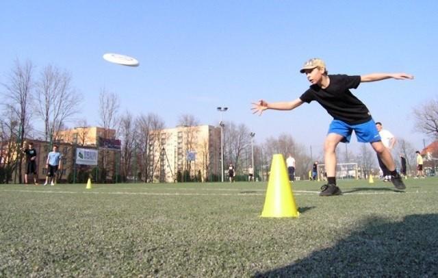 Ultimate Frisbee to sport bezkontaktowy, koodeukacyjny, a mecze są rozgrywane bez udziału sędziego. Jest to gra zespołowa z użyciem latającego dysku (frisbee), która łączy w sobie elementy koszykówki, piłki nożnej, piłki ręcznej oraz rugby