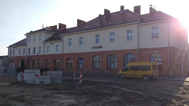 Na razie po obecności PKP w Chełmnie został budynek dawnego dworca oraz rozjeżdżona droga w miejscu zdemontowanego torowiska