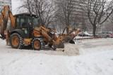 Warunki na śląskich drogach 9 lutego 2021 r. We wtorek nieco lepiej, ale nadal zalegający śnieg utrudnia jazdę. Szczególnie na osiedlach