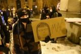 Strajk kobiet w Toruniu. Demonstracja przeciw wyrokowi Trybunału Konstytucyjnego w sprawie aborcji. Zobacz zdjęcia!