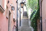 Ulica Kamienne Schodki w Warszawie. Uroczy zakątek Starego Miasta. Niegdyś spacerował po niej Napoleon Bonaparte