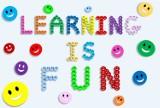 Nauka i zabawa. Jak to połączyć? Wybieramy szkołę językową dla dziecka