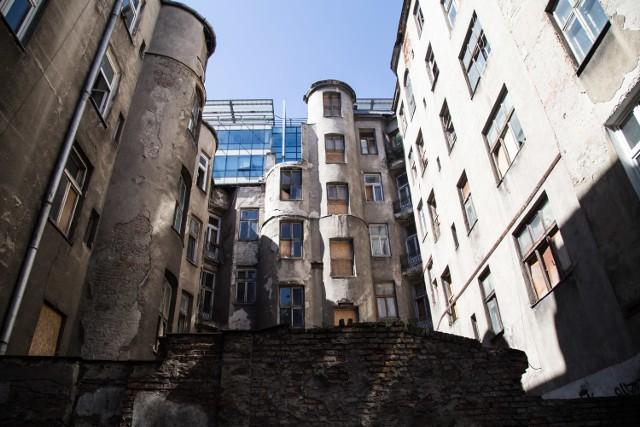 Znikająca Warszawa. Przedwojenna kamienica przy ul. Pańskiej 100A [ZDJĘCIA]
