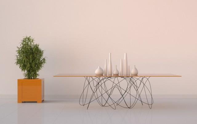 """Ten mebel autorstwa Jasona Phillipsa nazwano """"stołem kwantowym"""". Nietypowy kształt metalu podtrzymującego blat ma się kojarzyć z ruchem cząsteczek mniejszych od atomu.   Licencja"""