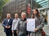 Partia Razem interweniuje w Urzędzie Marszałkowskim w sprawie połączenia kolejowego Nysa-Opole