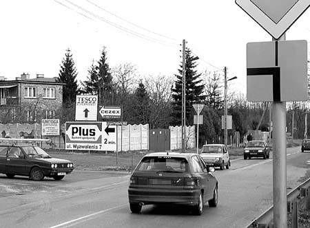 Znaki są nowe, ale niektórzy kierowcy wciąż jeżdżą po staremu. Fot. Mariusz Pietrzyk