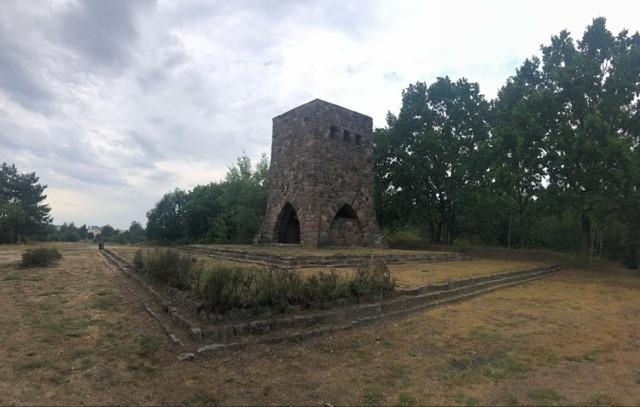 Wieża Eckerta w Ośnie Lubuskim nad jeziorem Reczynek