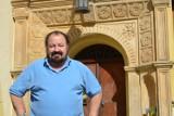 Pałac w Czernej ma słynnego gościa. Sławny tenor uczy tam śpiewu