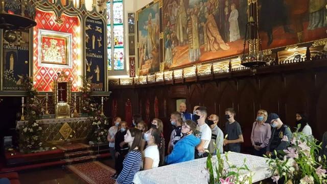 Uczniowie z Warty w Sanktuarium Matki Bożej Księżnej Sieradzkiej