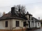 Podpalenie przyczyną pożaru zabytkowego dwór w Kobylanach. Sprawcy nie wykryto, śledztwo zakończyło się umorzeniem