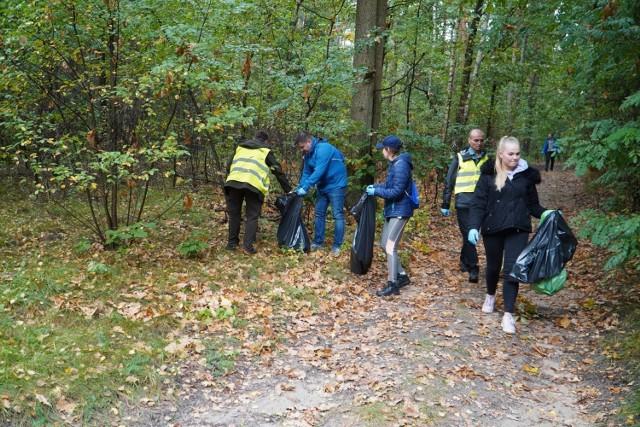 Jednymi z pierwszych, którzy ruszyli do akcji sprzątania w gminie Grójec byli mieszkańcy Podola, wspomagani przez leśników i pracowników Faurecii.