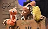 """Premiera w Lubuskim Teatrze: bohaterem spektaklu dla dzieci  """"Czytulisie"""" jest Mól Książkowy, który… dosłownie zjada literki"""