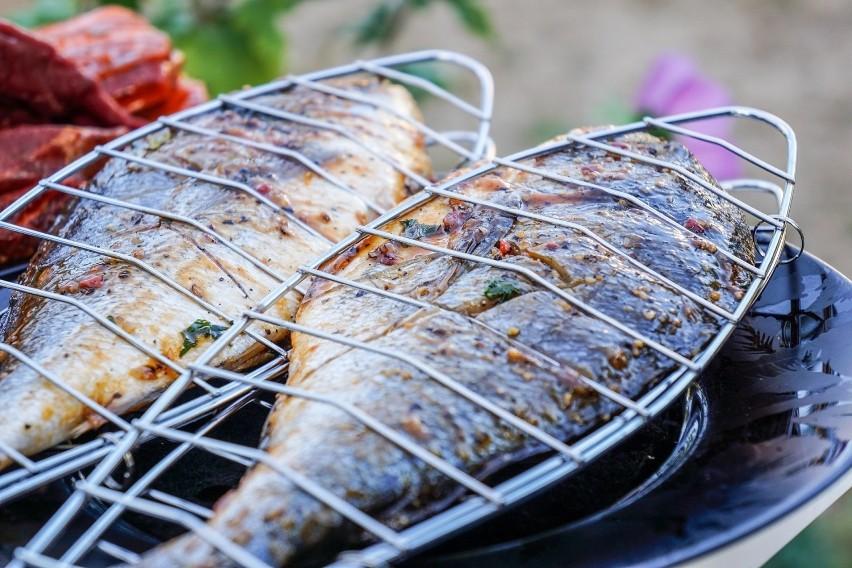 Ryba to zdrowszy wybór niż mięso, a upieczona na grillu w...