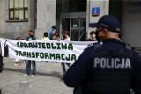 Warszawa. Protest przed siedzibą PGE. Młodzież przeciwko nieodpowiedzialnej polityce energetycznej rządu