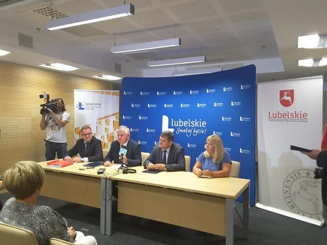 Podpisanie umów o dofinansowanie na budowę dróg powiatowych i gminnych