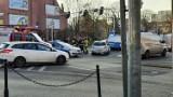 Zderzyły się dwie osobówki. Jedna z nich to radiowóz. Ucierpiało dwóch policjantów
