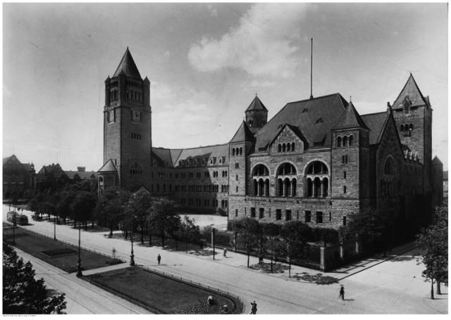 Widok zamku od ulicy Wjazdowej (teraz Św. Marcin) - 1927 rok