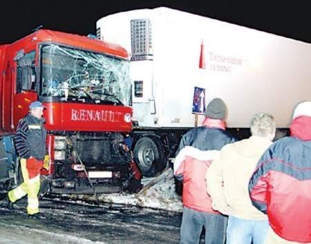 Uszkodzone w poniedziałek wieczorem, na trasie DK-1 tiry na kilka godzin zablokowały drogę.