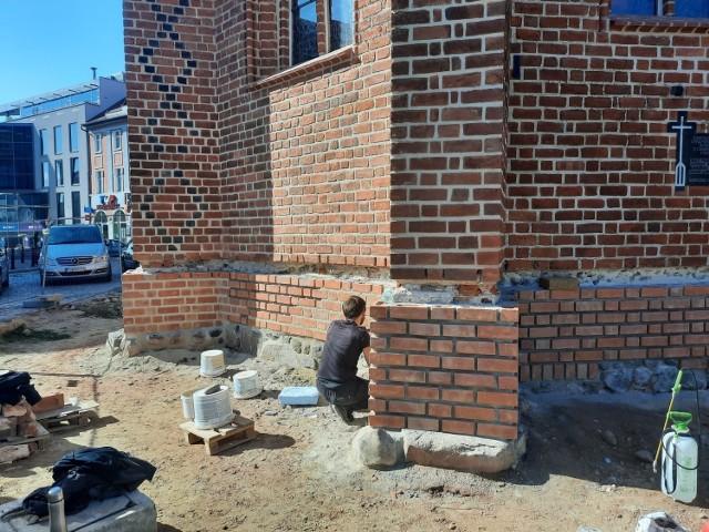 Po pracach przy murach świątyni rozpocznie się remont Starego Rynku.