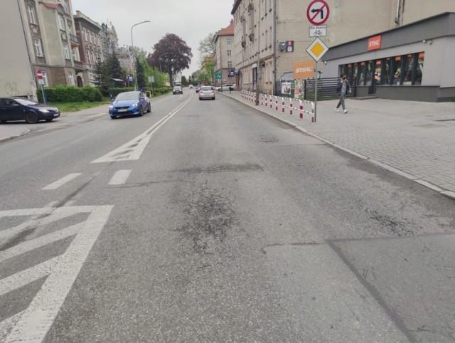 Droga krajowa nr 39 przebiegająca przez Brzeg nie jest już w najlepszym stanie.
