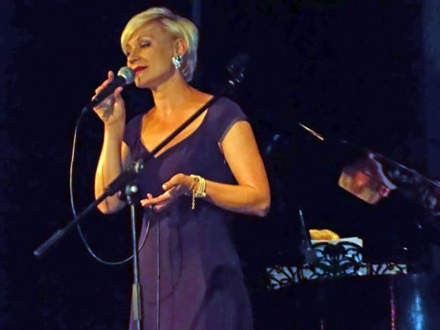 Alona Szostak śpiewa piosenki Anny German, recital  26 maja 2014 roku w Andrychowie