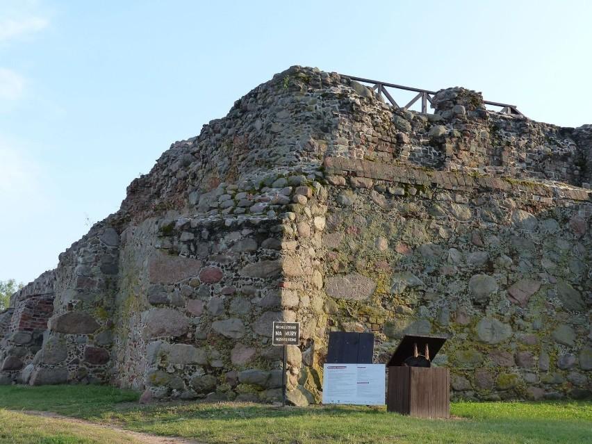 Zamek oraz wystawę machin oblężniczych można zwiedzać...