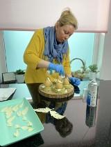 Nataliya Golombyovska tworzy naturalne słodkości z małą ilością cukru. Kuszą, a nie tuczą. Torty oleśniczanki jedzą w całej Polsce [11.07]