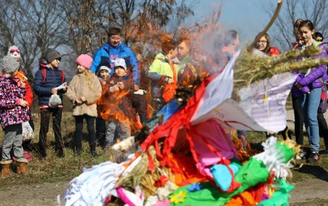 Topienie Marzanny w jeziorze Bugaj w Piotrkowie. Tak powitali wiosnę