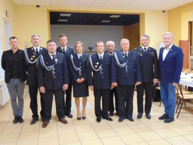 od lewej: Filip Krasnopolski, Grzegorz Laskowski, Łukasz Przybyła, Artur Krasnopolski, Natalia Antosik, Rafał Antosik, Zenon Nowicki, Marek Słowiński, Adam Grunwald i Piotr Jankowski