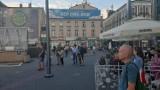 Nie wierzą w pandemię koronawirusa. Pod pomnikiem Kiepury w Sosnowcu zorganizowali happening [ZDJĘCIA]
