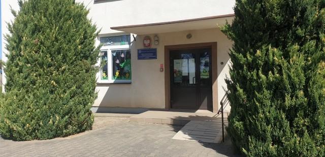 Gmina Wierzchlas. Szkoła w Strugach przekazana na rzecz stowarzyszenia