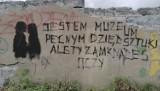 Młodzież z ZSP 1 w Radomsku w 100-lecie urodzin Tadeusza Różewicza