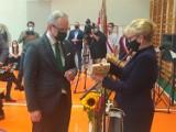 Minister zdrowia na inauguracji roku szkolnego w Powiatowym Zespole Szkół Policealnych w Wejherowie. Niedzielski zachęcał do szczepień