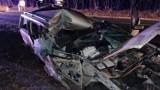 Wypadek na DK 42 w okolicach Przedborza. W Wygwizdowie zderzyły się 2 pojazdy, na passata spadła łyżka od koparko-ładowarki [ZDJĘCIA]