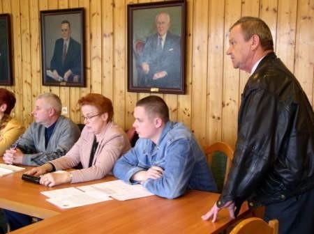 Na spotkanie przyszła tylko garstka mieszkańców. Na pierwszym planie Antoni Wojewódka.