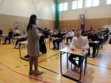 Uczniowie VII LO w Legnicy piszą próbną maturę. Powodzenia!