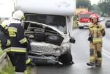 Wypadek w Wilczycach. Zderzyły się cztery auta, droga jest nieprzejezdna