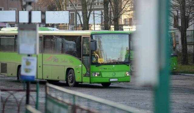 Pielęgniarki mają problem z dotarciem do pracy, ponieważ kursów autobusowych jest coraz mniej.