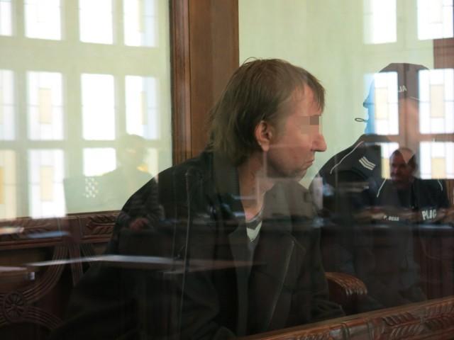 Na karę dożywotniego więzienia skazał jeleniogórski Sąd Okręgowy zabójcę 15-letniej Ewy Pilarskiej ze Zbylutowa pod Lwówkiem Śląskim. Po półrocznym procesie, toczącym się za zamkniętymi drzwiami, zapadł wyrok w głośnej sprawie Jana G. Sprawca zbrodni ukrywał się przez 22 lata.