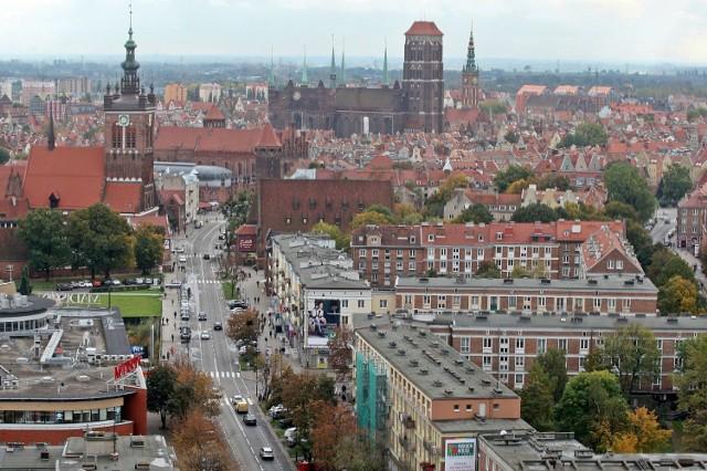 Dach bazyliki Mariackiej w Gdańsku wymaga remontu, ale na inwestycję brakuje pieniędzy.