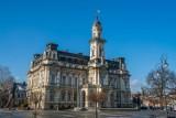 Nowy Sącz. Coraz bliżej remontu elewacji sądeckiego ratusza. W tym roku generalna próba koloru [ ZDJĘCIA]