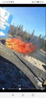 Przyjechał na narty. Jego samochód spłonął [ZDJĘCIA]