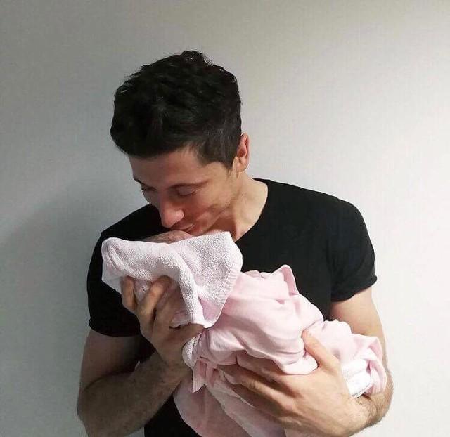 Royal Baby już na świecie. Oto córka Roberta i Ani Lewandowskich! [ZDJĘCIE]
