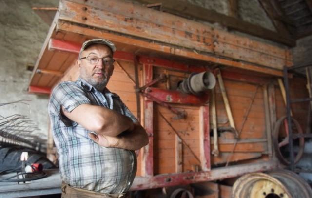 Maszyna do młócenia zboża, w posiadaniu której jest rolnik z Myszęcina, ma ponad 100 lat!