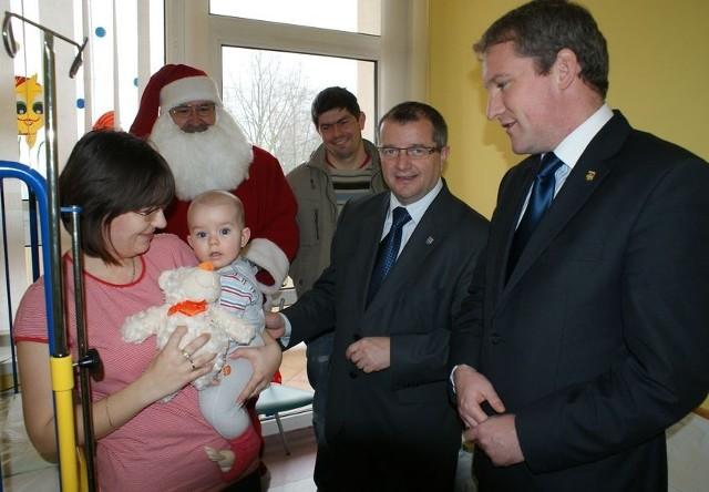 Święty Mikołaj odwiedził najmłodszych pacjentów słupeckiego szpitala