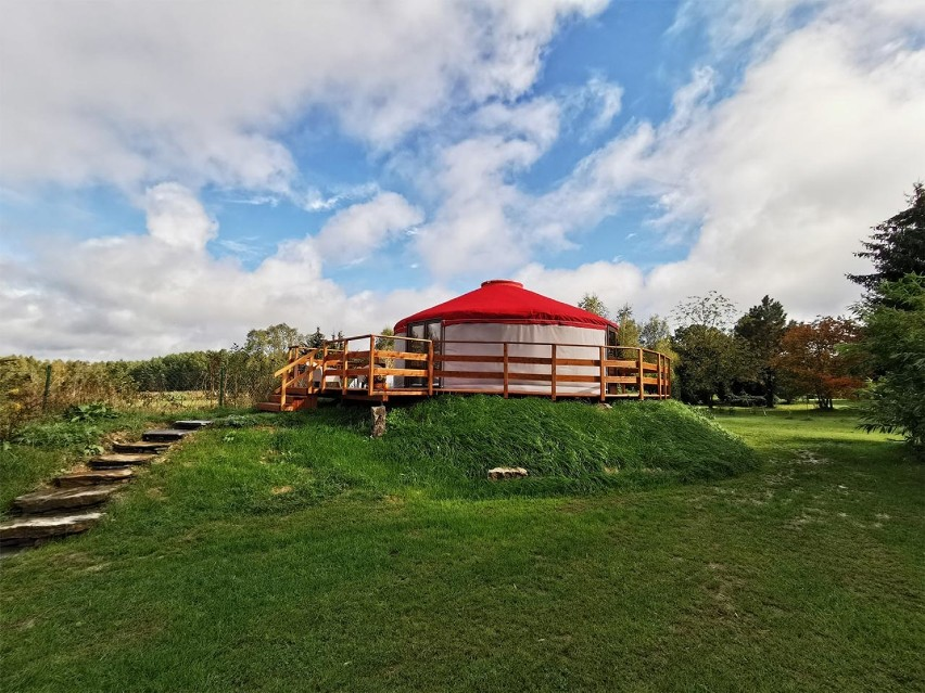 Azjatyckie jurty w Gajówce na Dolnym Śląsku. Spędź noc w luksusowym namiocie i wypocznij w bliskości z naturą! [ZDJĘCIA]